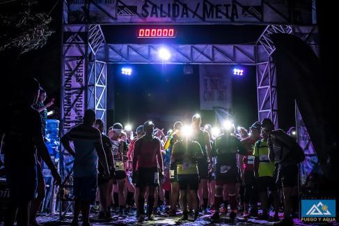 3 h du matin. Les coureurs du 50K et du 100K se préparent pour une longue sortie.