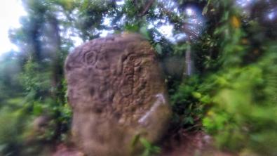 Par ici! Un pétroglyphe, comme on en retrouve plusieurs sur l'île d'Ometepe.